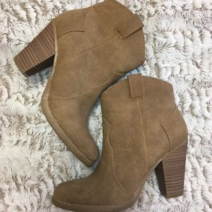 American Eagle Western Women's Tan Booties Sz 6